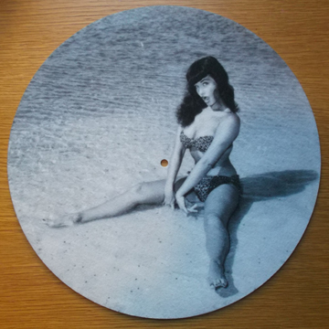 Bettie Page/BEACH SLIPMAT